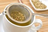 Fennel tee and seeds in a sieve — Stock Photo