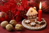Gingerbread candlestick and Christmas decorations — Stock Photo