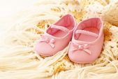 Baby pink shoes on blanket — Stock Photo
