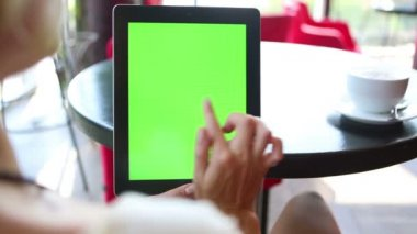 Video footage with tablet computer Green screen — Stock Video