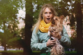 Attractive crazy blonde young woman says wow in surprise looking in camera. — ストック写真
