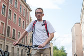 Man with bike on the city street — Stock Photo