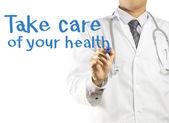 Médico escrevendo cuida da sua saúde — Foto Stock