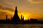 ват арун храм в городе бангкок — Стоковое фото