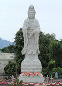 Guan Yin Statue in outdoors — Stockfoto