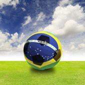 Ballon Brésil sur champ vert — Photo