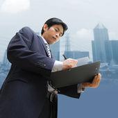 ドキュメントに署名する実業家 — ストック写真