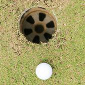 Golf ball on green — Stock Photo