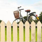 Bianchi recinzioni in giardino — Foto Stock