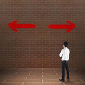 Businessman looking at arrows — Foto de Stock