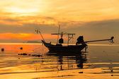 Silhouette of boat in sea at sunset — Stock Photo