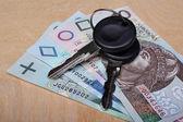 Car keys and money — Stock Photo