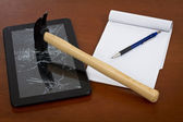 Broken Tablet PC and bloc notes — Stock Photo
