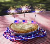 4th of July Apple Pie with Sparklers Close-Up — Stock Photo
