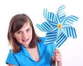 Söt tjej med vindsnurra. — Stockfoto