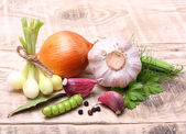 Garlic clove and onion — Stock Photo