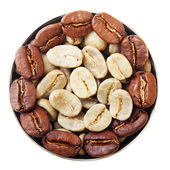 Bowl with green and roasted coffee beans. — Stock Photo