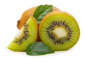 Kiwi fruit met bladeren — Stockfoto