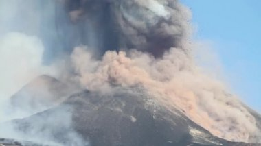 Volcano Etna emission ash — Stock Video