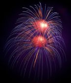 Blue, violet with red colorful fireworks in black background,artistic fireworks in Malta,Malta fireworks festival in dark sky background,long exposure of fireworks,explosion closeup,amazing fireworks — Foto de Stock