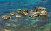 Crystal water in mediterranean sea,turquoise water and rock on summertime in Malta,nice sea view in Malta,clear blue sea,Blue Lagoon, tour in Blue Lagoon in Gozo, popular place in Malta, Malta nature — Stok fotoğraf
