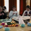 Teacher is demonstrating basics of knitting to the course participants — Stock Video
