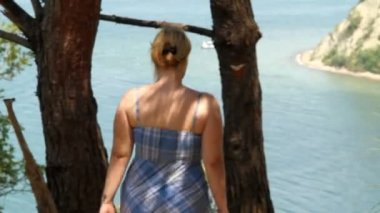 Woman walks — Stock Video