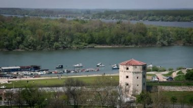 The point where Sava and Donava meets with an old tower in front — Stock Video