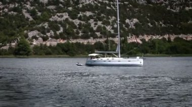 Shot of the sailing boat in Krka national park-Croatia — Стоковое видео
