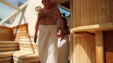 Familie in sauna — Stockvideo