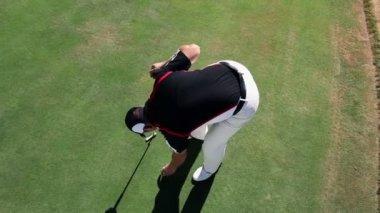 Crane shot of a man golfer — Stock Video