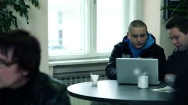 Two students in school cafeteria talking and searching world wide web — Stock Video