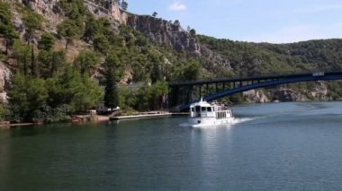 Panoramic shot of river Krka's shore made from the moving boat — Stock Video