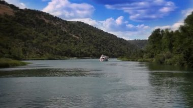 Panoramic shot of the canyon of the Krka river — Stok video