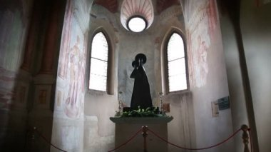 Shot of statue of st.Mary in the church of Bled — Vídeo de Stock