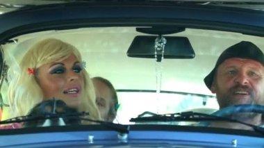 Family in the car — Stockvideo