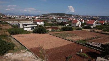 панорамный снимок окрестностей сплит — Стоковое видео