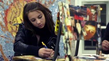 Students creatin in artclass — Stock Video