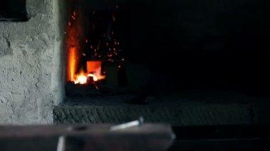 Close-up tiro slide da unha frio na base — Vídeo stock