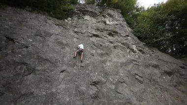 Man climbing in nature — Stock Video
