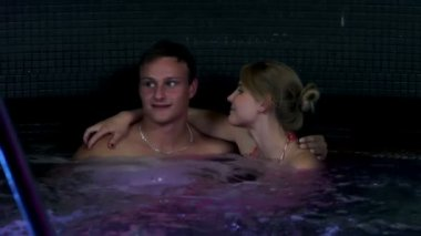 Young and sexy couple hugging in jacuzzi — Stock Video