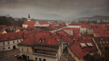 Nog een shot van regent in de stad — Stockvideo