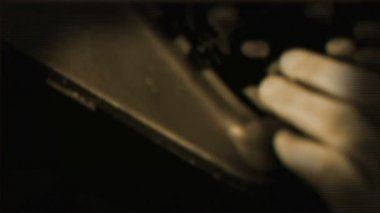 Dramatic camera movement while showing details of a typewriter — Stock Video