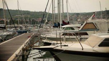 Boats mooring in harbor — Stock Video