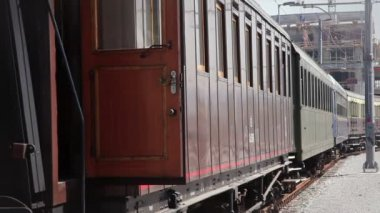 Still shot of trainwagon waiting on railway — Vídeo de stock