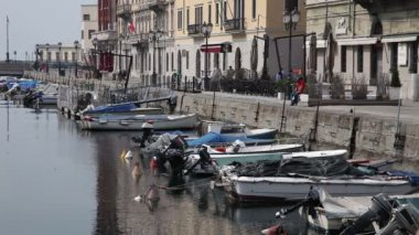 Shot of an old sea canal in Trieste full of boats — Stock Video #28384105