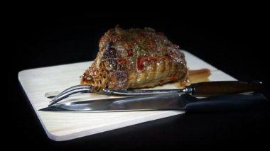 Gros coup de rôti de dinde farcie délicieux pour occasion spéciale — Vidéo