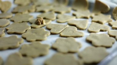 Close up shot of a freshly, just cutted cookies on a tray — Stock Video
