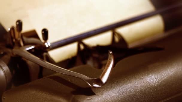 Planos de detalles de la máquina de escribir — Vídeo de stock