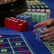 Young couple winning at roulette table — Stock Video